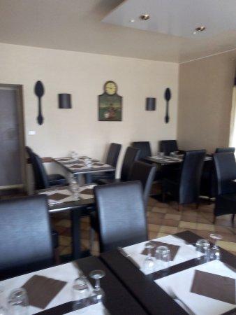 Nogent, France : Restaurant Le Cheval Blanc