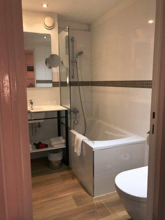 Hotel Monterosa - Astotel: Bathroom for first room