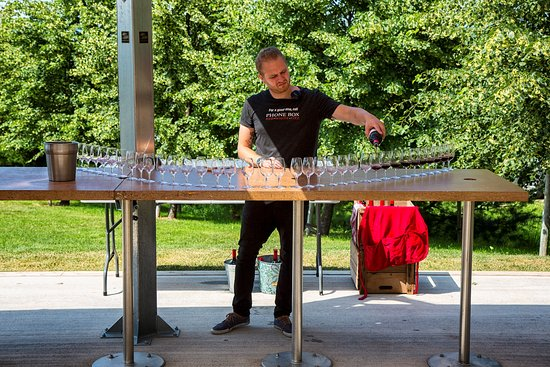 Wolfville, Канада: Wine being poured for the arrival of the winebus.