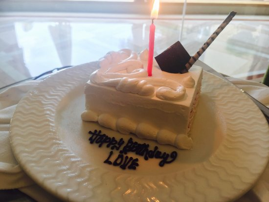 Le Meridien Jaipur: It was a complimentary cake just loved it gteat hospitality