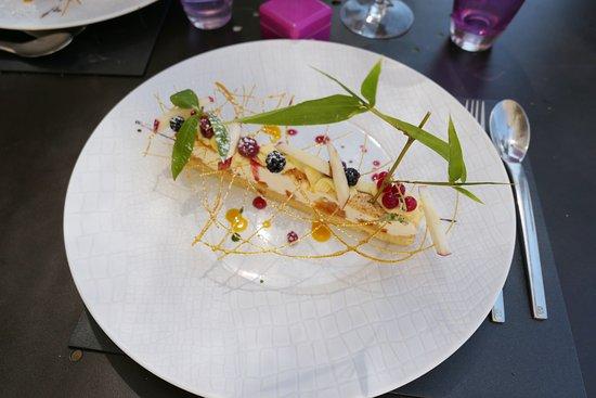 Seguret, France: dessert nougat glacé