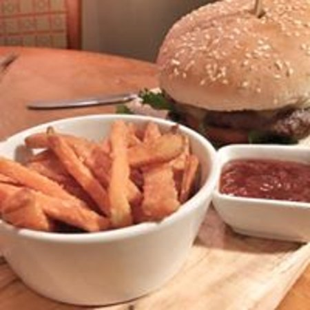 North Thoresby, UK: burger & sweet potato fries
