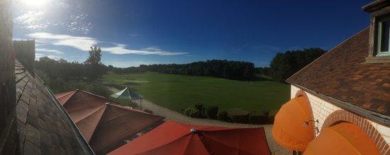 Aillant-sur-Tholon, Франция: Vue sur le golf, practice + départ