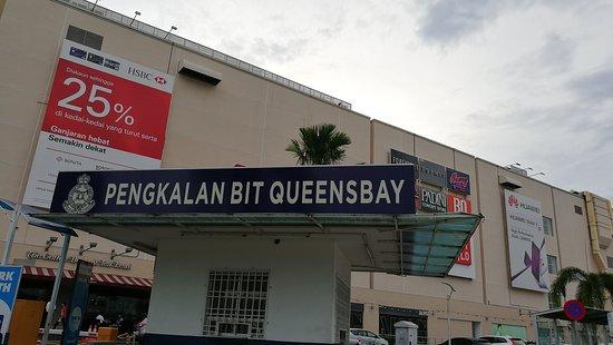 Queensbay Mall: Queensbay Seaside..