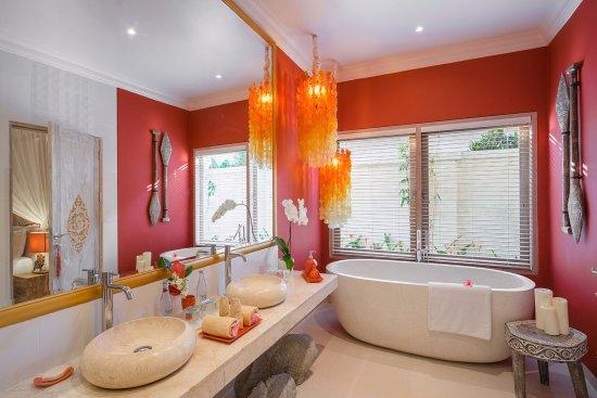 4S Villas at Seminyak Square: Villa Sun-Bathroom at garden view bedroom