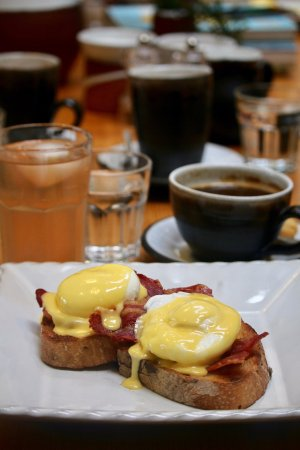 Shanagarry, Ireland: Eggs Benedict with bacon and hollandaise sauce