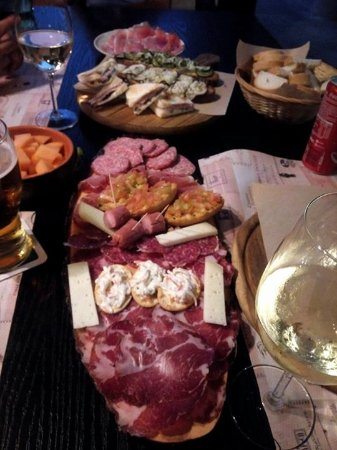 aperitivo con salumi marchigiani