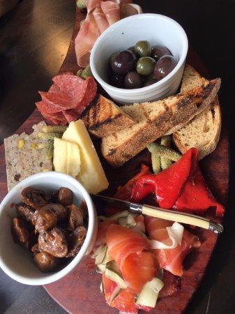 Warburton, Australien: Grazing Plate for 2