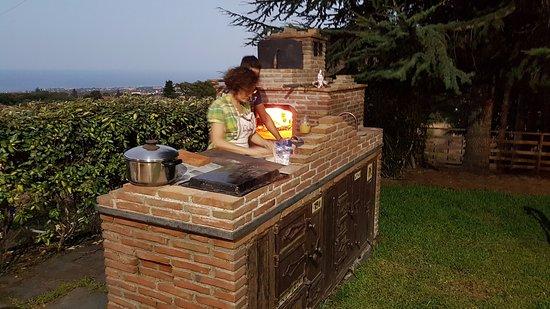 Viagrande, Italia: Valentina e Armando preparano le pizze