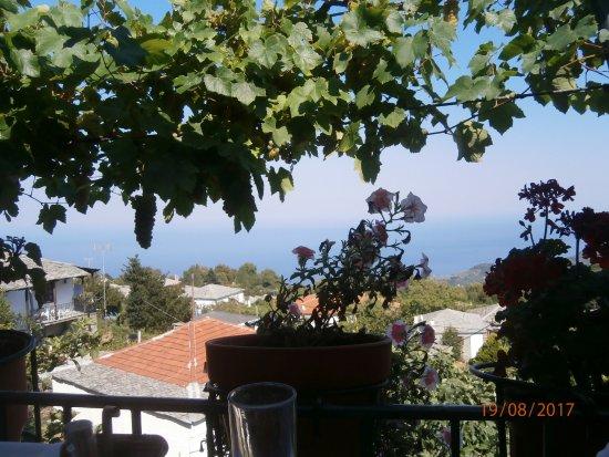Zagora, Grecia: Τραπέζι με θέα.