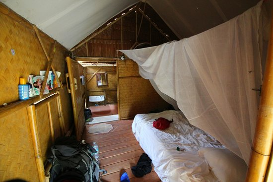 https://media-cdn.tripadvisor.com/media/photo-s/10/61/13/b7/interieur-bungalow.jpg