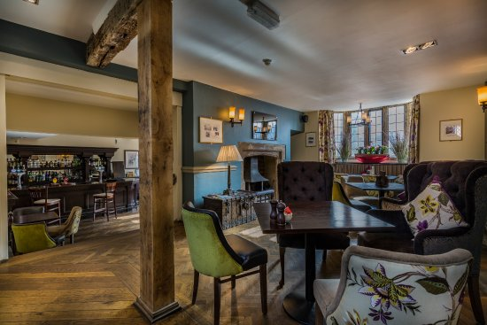 Oundle, UK: Bar and Seating