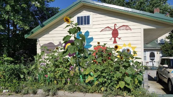 Nashville, IN : Look for my mural and garden, then come around front to enter!
