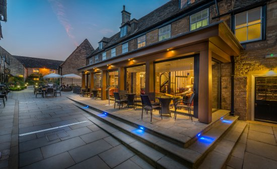 Oundle, UK: Courtyard