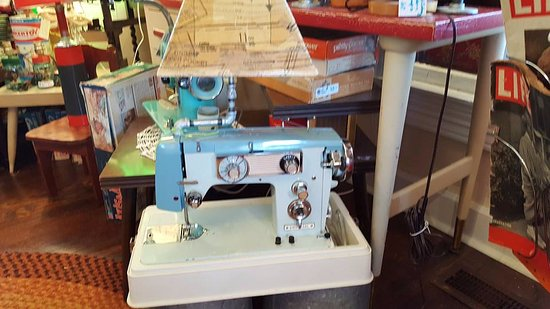 Nashville, IN: Sewing Machine Lamp
