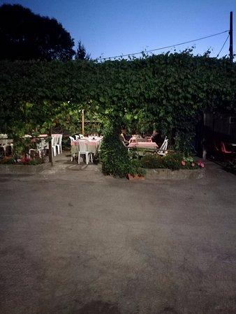 Ferrere, إيطاليا: PERGOLATO DOVE SI MANGIA ( TOPIA in Piemontese )