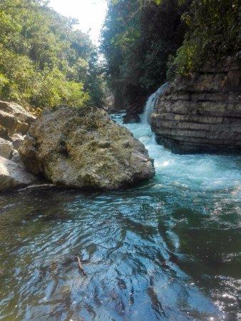 San Ramon, Peru: Río en la entrada del santuario.