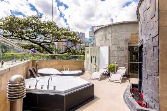 Hotel Porton Medellin: Jacuzzis al aire libre
