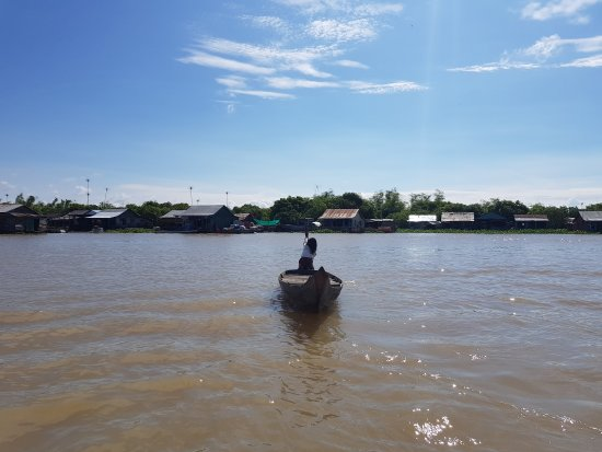 Siem Reap to Battambang boat 6 hours... with quickly  lunch 23$ with terribile pick up...