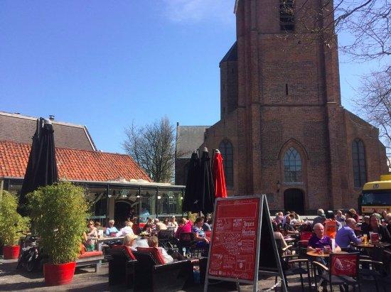 Woerden, Países Baixos: Een café naast de kerk