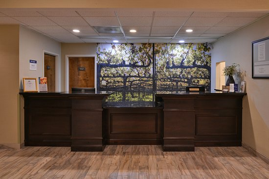 Best Western Leesburg Hotel & Conference Center: The moment you step into our warm and welcoming lobby, you'll feel like part of the family. Stay