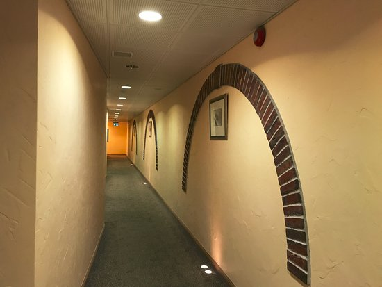 Hotel Bern: 房間走廊