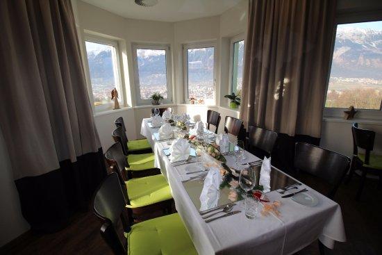 Aldrans, Austria: Festtafel mit Blick über Innsbruck