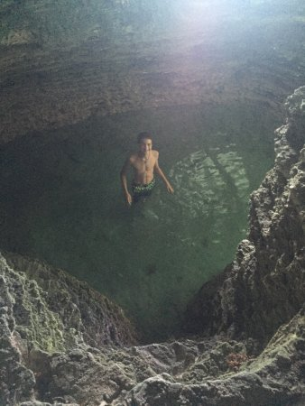 Hamilton, Islas Bermudas: collecting pool under the cave - where you climb up to get back on top