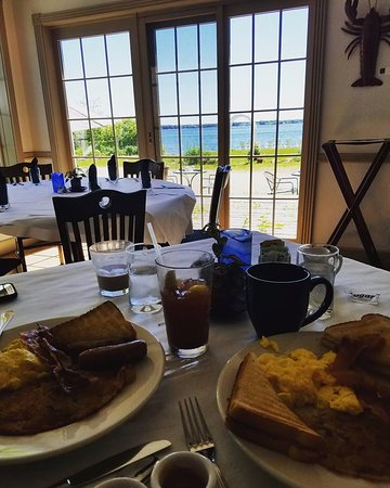 Baileys Harbor, WI: Breakfast with a view!