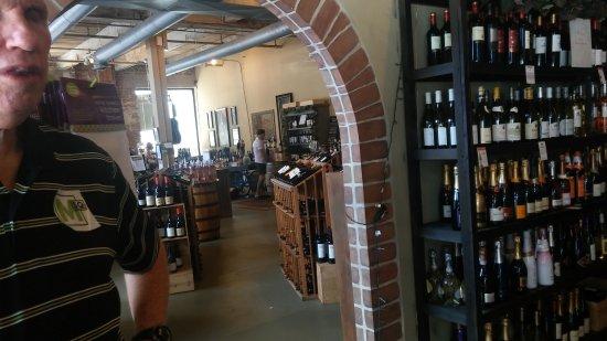 Marietta, جورجيا: Marietta Wine Market inside.