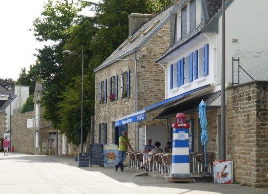 La Foret-Fouesnant, Frankrijk: Le café du port et sa petite terrasse
