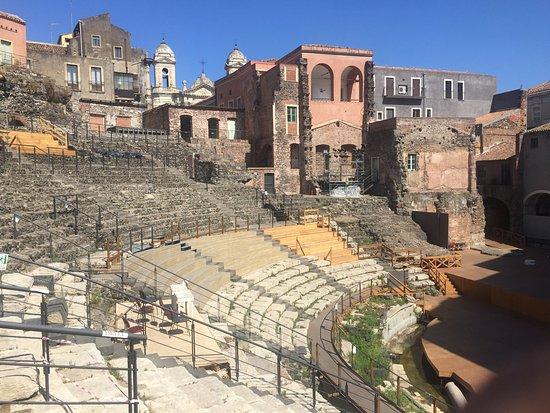 Parco Archeologico Greco Romano di Catania : Vista general del teatro