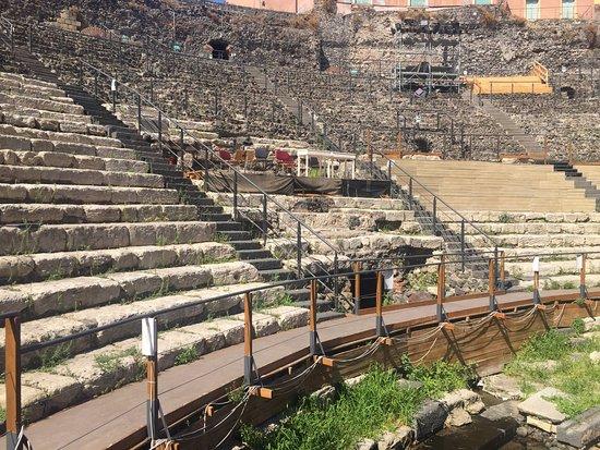 Parco Archeologico Greco Romano di Catania : Las gradas (cavea)