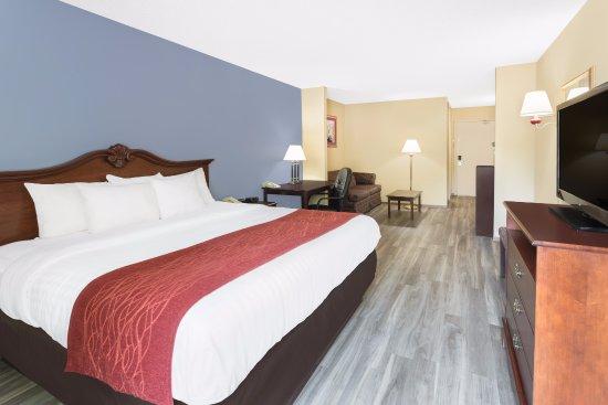 Vidalia, GA: Spacious King Suite