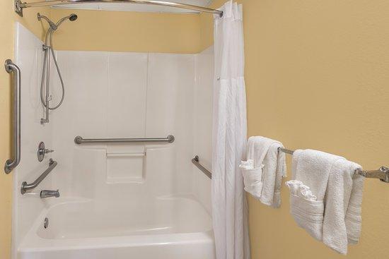 Vidalia, GA: ADA Bathroom with tub and shower