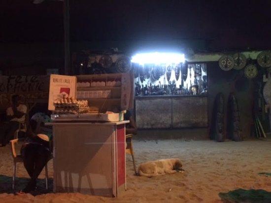 Chez Ambroise : Petits stands à côté des tables