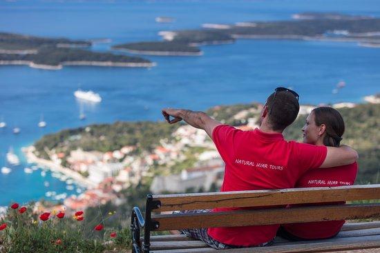 Jelsa, Kroatië: Take a break on the top of the hill
