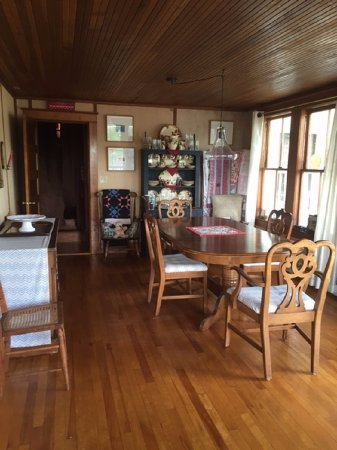 Weirs Beach, New Hampshire: Cozy Inn dining room