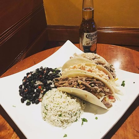 Ridgefield, คอนเน็กติกัต: Check out our extensive entree list, included assorted tacos!!