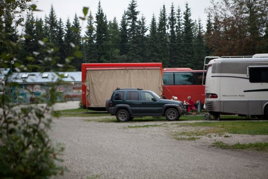 River's Edge RV Park & Campground: Strange RV with many passengers