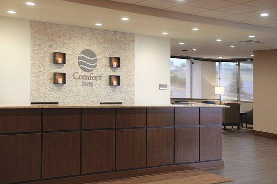 Comfort Inn & Suites Event Center: Lobby/Front Desk