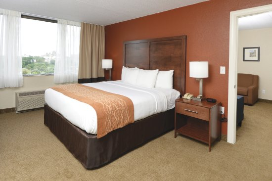 Comfort Inn & Suites Event Center: Riverside Suite Bedroom