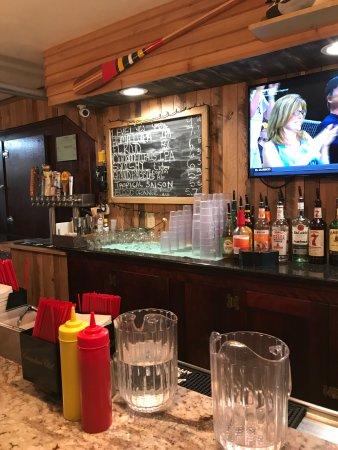 The Duck Pond Eatery & Beer Garden: Nice bar inside