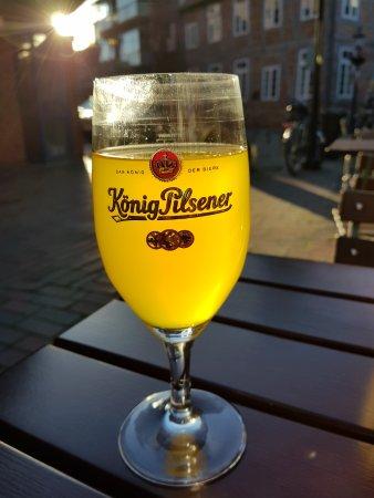 Buxtehude, Germania: Leckeres Alsterwasser im Sonnenschein