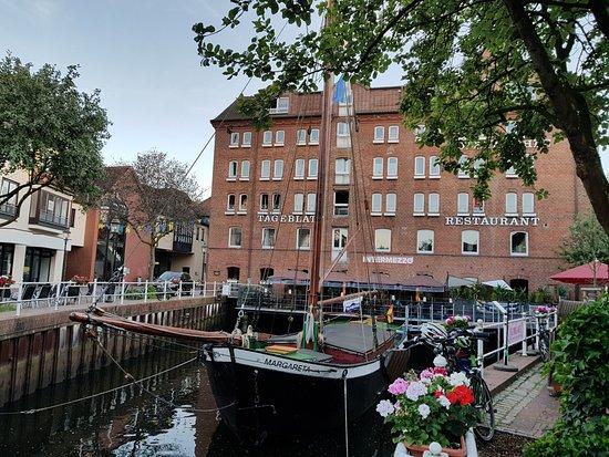 Buxtehude, Germania: Außenansicht vom Fleth aus auf das Hotel