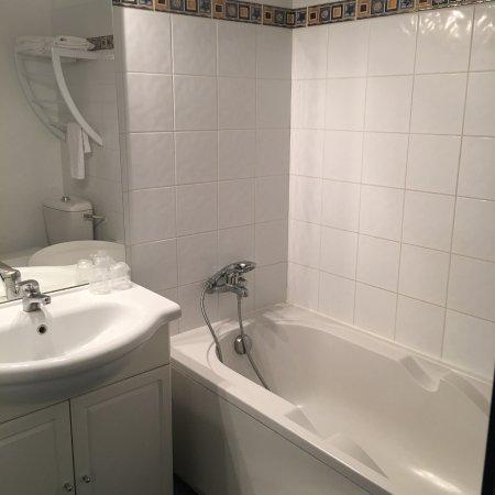 Le Clos des Oliviers: salle de bain chambre 25