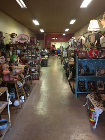 Gray, GA: Treasures by the Tracks