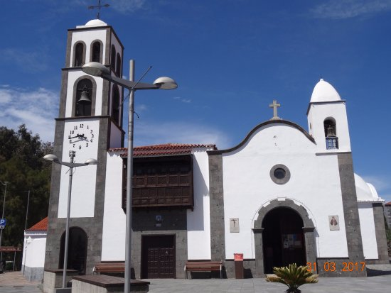 Santiago del Teide, España: Iglesia de San Fernando Rey, март 2017 года...