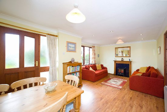 Poughill, UK: Blackberry - kept pet -free, with 2 bedrooms, sleeps 4 + Cot