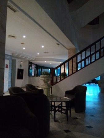 Hotel Club President: La Réception et le halle